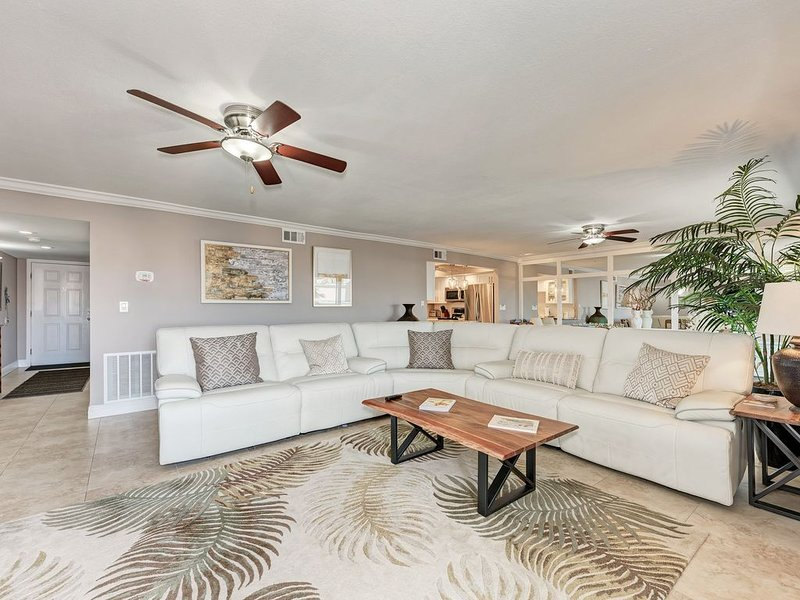 THANKSGIVING AVAILABLE� 3BED/3BATH, GREAT VIEWS!'WARRIOR' AIR PURIFIER! �, holiday rental in Sarasota