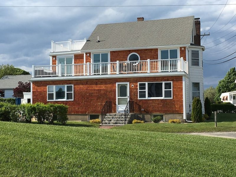 Hyannis Harbor Beach House & Hot Tub SIZZLING DEAL, holiday rental in West Yarmouth
