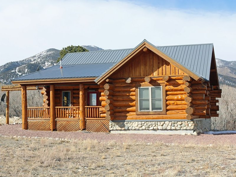 Creekside Log Cabin Close to Local Hot Springs, Drive-In and Cottonwood Pass, location de vacances à Buena Vista