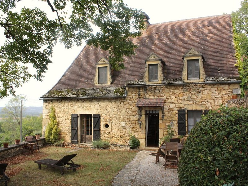 Enchanting Home Overlooking the Dordogne River in Heart of the Golden Triangle, vacation rental in Saint-Vincent-de-Cosse