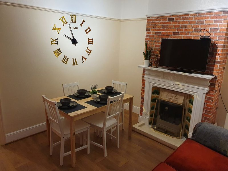 Comfortable 3 BED house in Luton, holiday rental in Luton