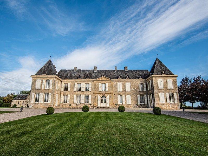 Dordogne, Château exceptionnel avec vue et piscine, casa vacanza a Saint-Cybranet