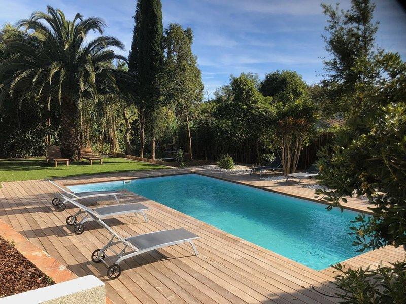 VILLA DE STANDING SUR GOLFE DE SAINT TROPEZ AVEC PISCINE PRIVEE,  PLAGES A 200M, holiday rental in Grimaud