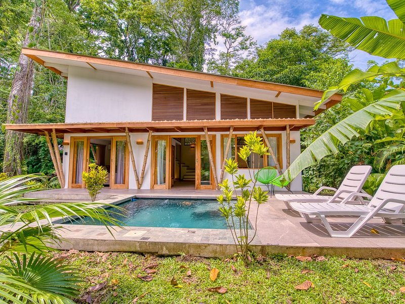 CASA DUNA. Cozy tropical house with private pool, holiday rental in Playa Chiquita
