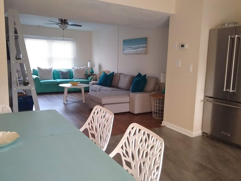 Around the corner from the boat ramp and close to the beach!, holiday rental in Morehead City