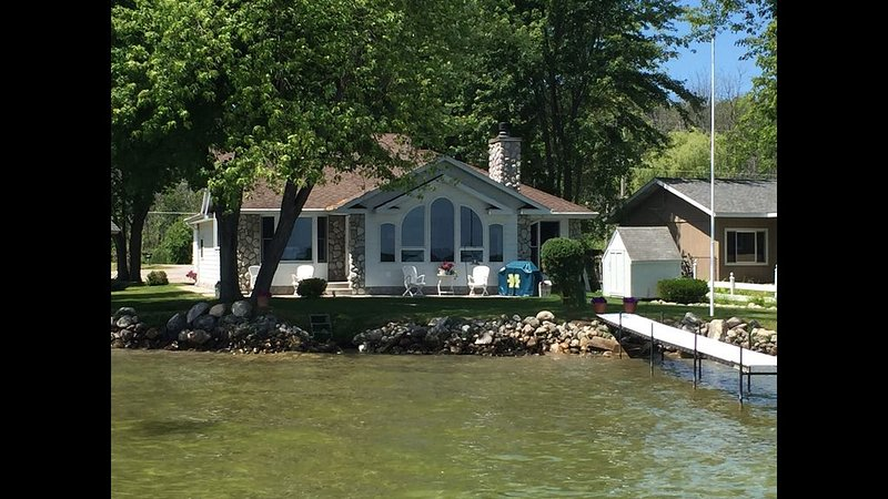 Live~Love~Lake House, holiday rental in Cheboygan County