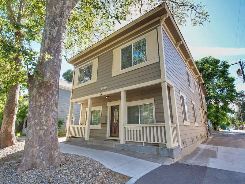 Historic Charm with parking in center of Midtown! - Two Bedroom Apartment, Slee, casa vacanza a Elk Grove