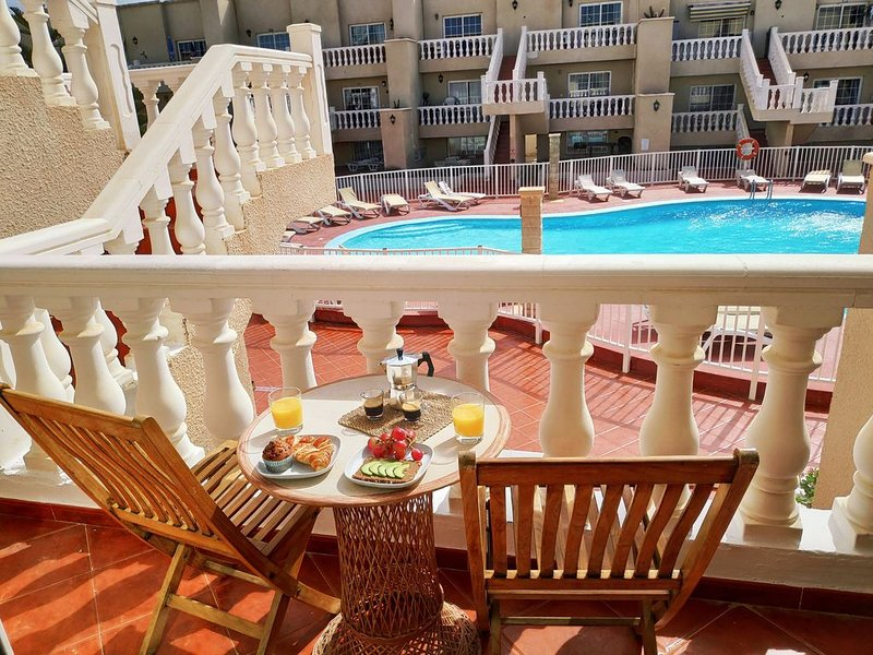 Sunny apartment with terrace and pool only a few steps from the beach, holiday rental in Fustes