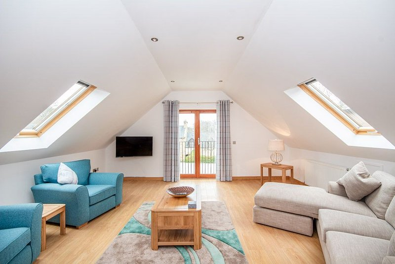 This central apartment benefits from easy access to Royal Dornoch Golf Club, the, vacation rental in Tain