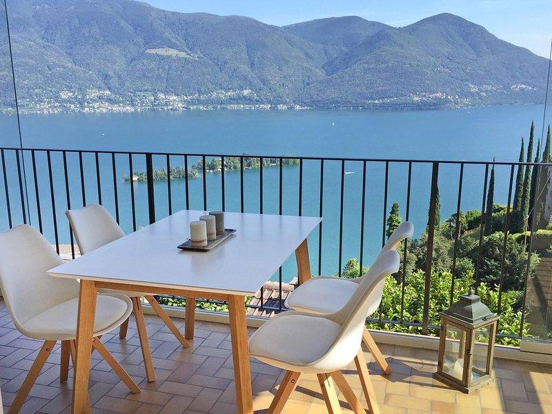 Wohnung im Zweifamilienhaus mit Terrasse, privatem Garten und toller Aussicht, casa vacanza a Lago Maggiore