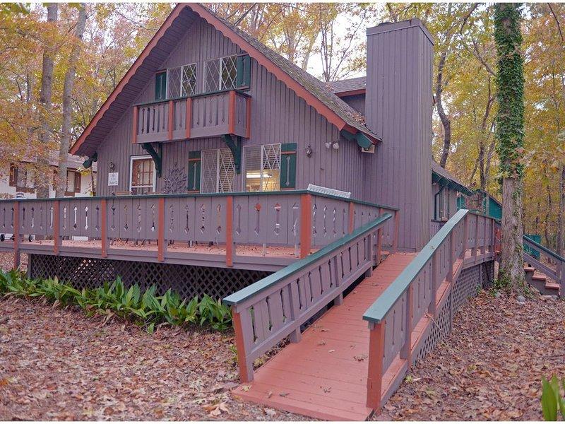 Beautiful Quiet Cozy Cabin  Not Pet Friendly, aluguéis de temporada em Pine Mountain Valley