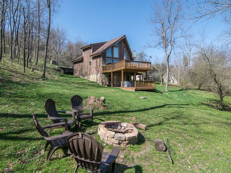 Lake Access Home w/Private Dock, Hot Tub, Wood Fireplace, & Air Hockey Table!, holiday rental in Deer Park