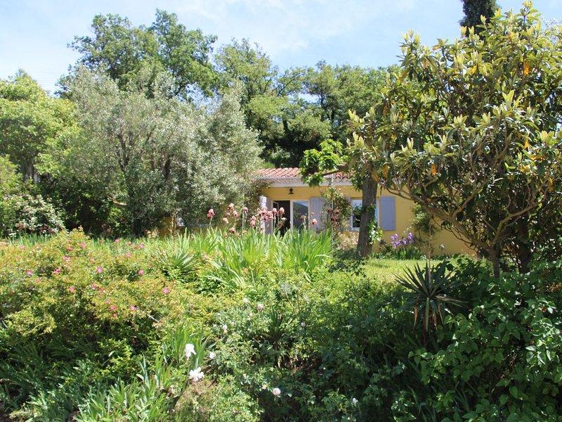 Gite rural au pied du Luberon avec vue superbe sur la montagne et les vignobles, aluguéis de temporada em Saint-Martin-de-la-Brasque