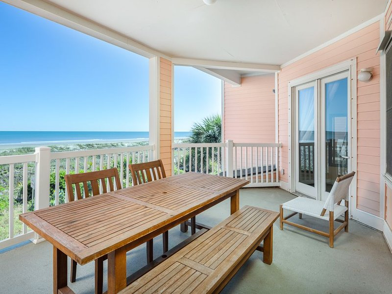 'Atlantic Hideout' on the Beach & Great Location!, location de vacances à Folly Beach