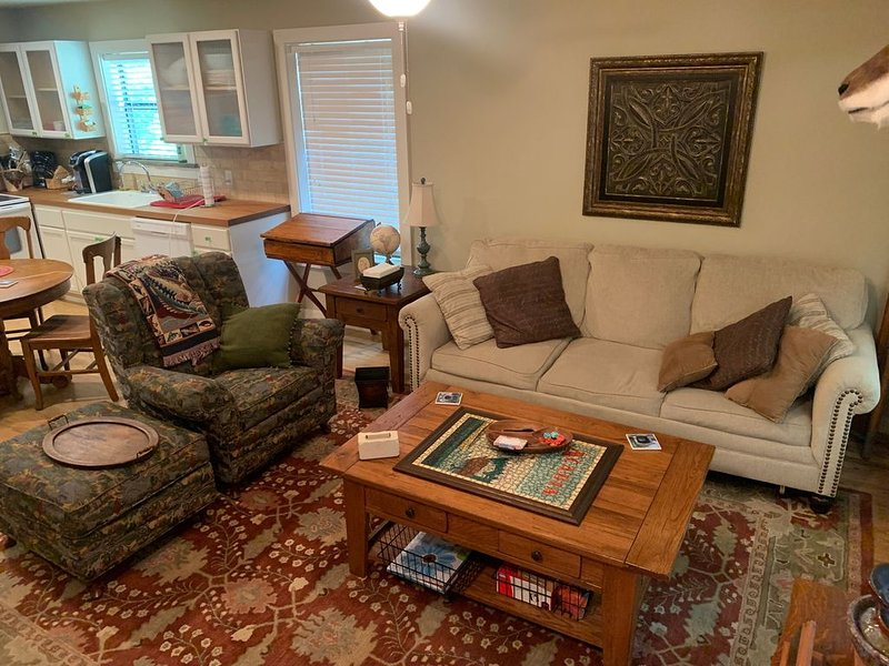 Carol's Cottage  in the quaint Methodist Encampment neighborhood, holiday rental in Ingram