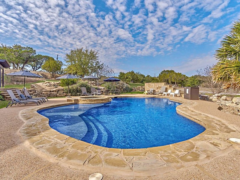 Quiet Luxury Retreat central to Dripping Springs with Private Pool, vacation rental in Dripping Springs
