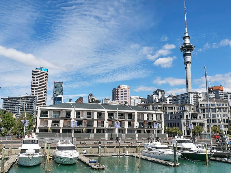 Beautiful, quiet, city centre, waterfront apartment, with stunning views – semesterbostad i Auckland