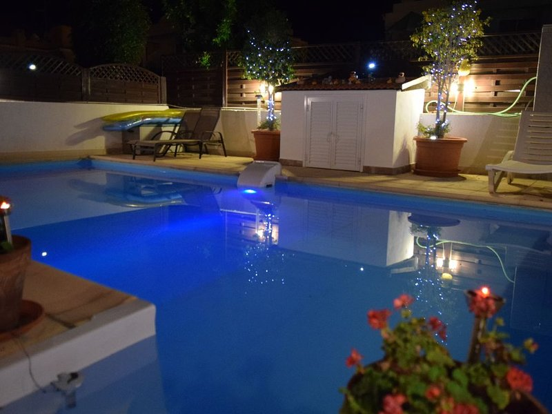 Villa in Larnaca Bay * Private Swimming Pool & Owners Car Hire Available – semesterbostad i Larnaka District