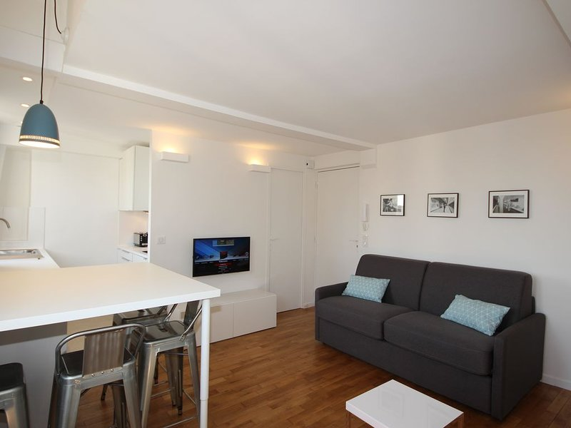 DUPLEX at 20' from  Eiffel Tower and 5' from the Metro: Convention & Boucicaut, holiday rental in Vanves