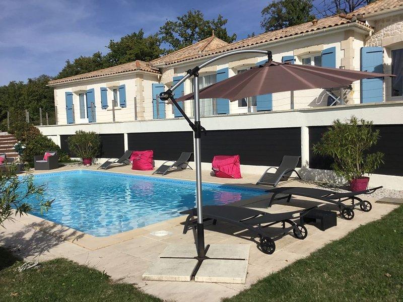 Belle villa avec vue panoramique, piscine chauffée, vacation rental in Notre-Dame-de-Sanilhac