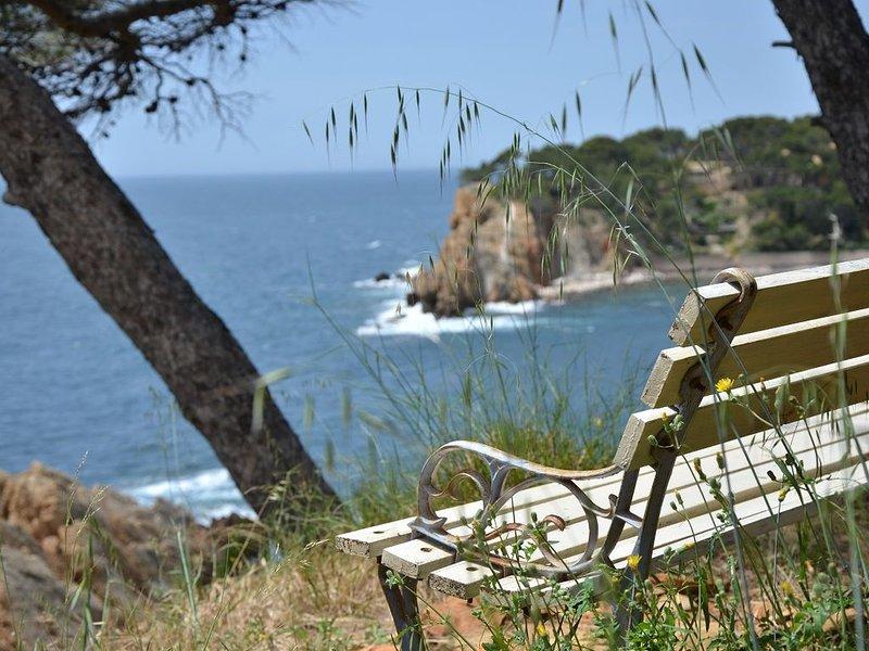 VILLA FACE MER DANS CALANQUE COTE BLEUE, holiday rental in Gignac-la-Nerthe