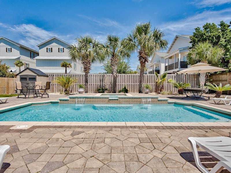 Backyard Oasis - Luxury Retreat with Huge Pool and Hot Tub, holiday rental in Miramar Beach