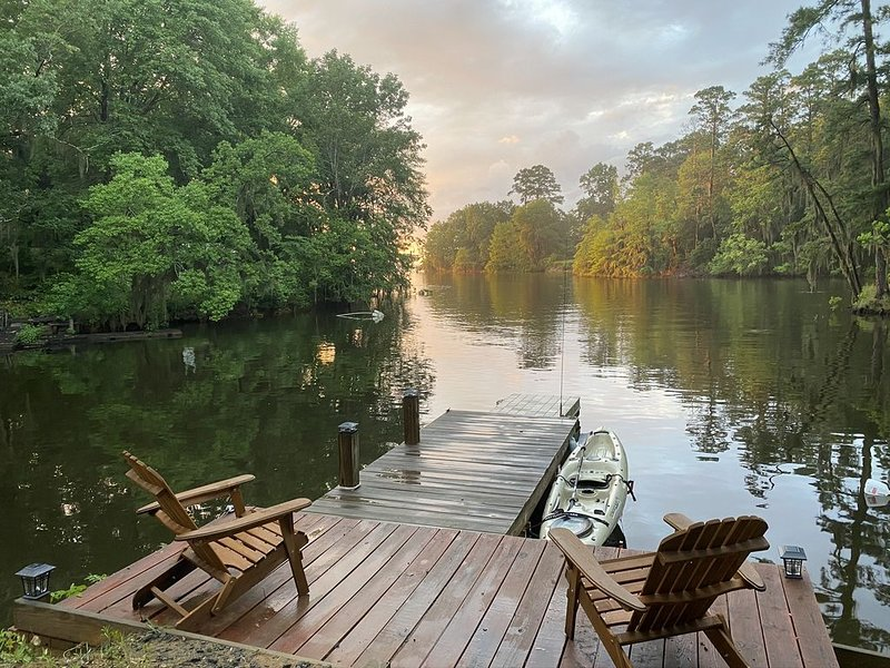 Toledo Bend • Secluded Cabin on 20 Acres • Pet Friendly  • Perfect vacation spot, holiday rental in Milam
