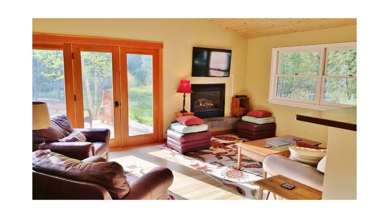 Lovely home near Snowbowl Ski Mountain, alquiler de vacaciones en Missoula