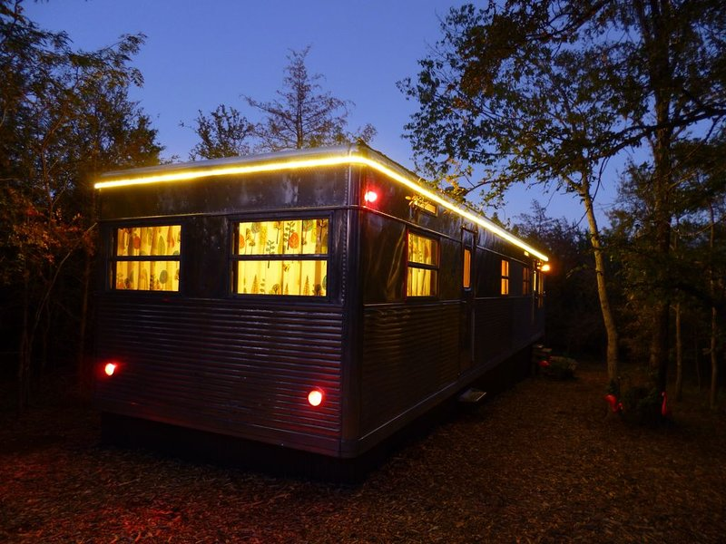Tin Can Acres, a Retro Trailer Retreat, casa vacanza a Denison