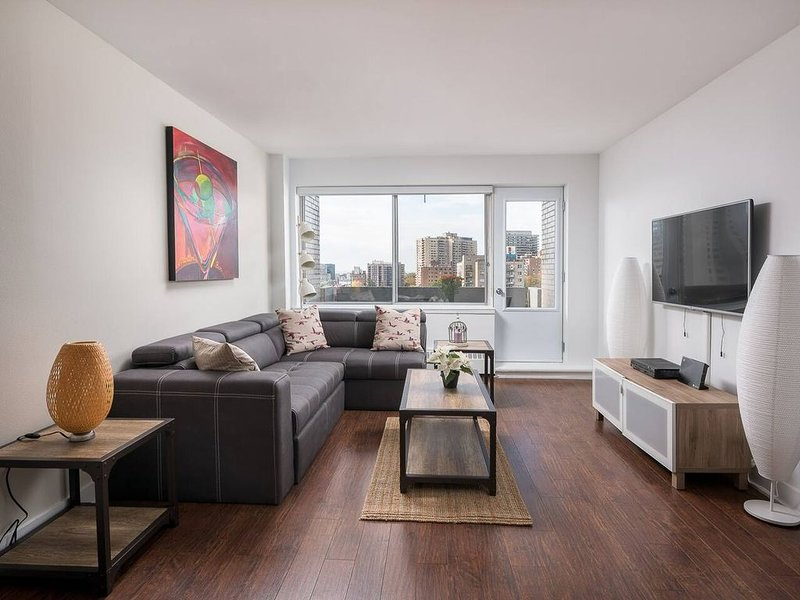 1514 - Pool & Parking, vacation rental in Montreal
