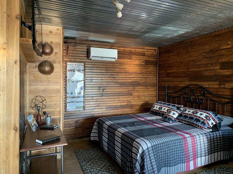 NEW Iron Door Cabin at The Lazy Buffalo Wichita Mountains Cache Lawton Fort Sill, casa vacanza a Medicine Park