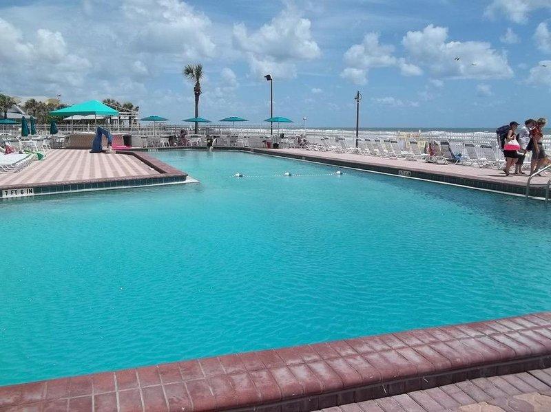 BREATHTAKING modern Ocean Front Condo for the perfect VACATION get away!, alquiler de vacaciones en Daytona Beach