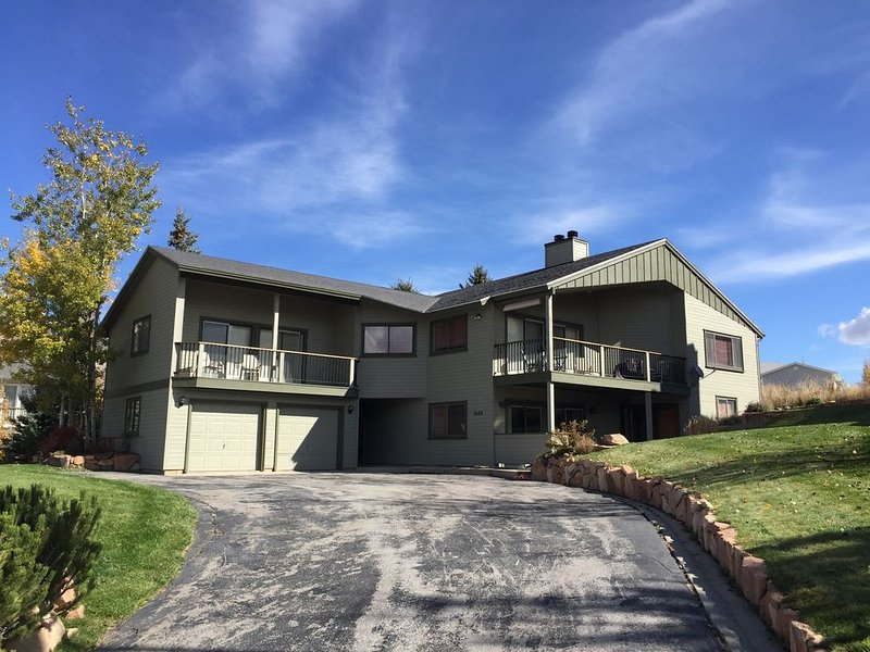 Cozy House In Park City with Stunning Views!, casa vacanza a Coalville