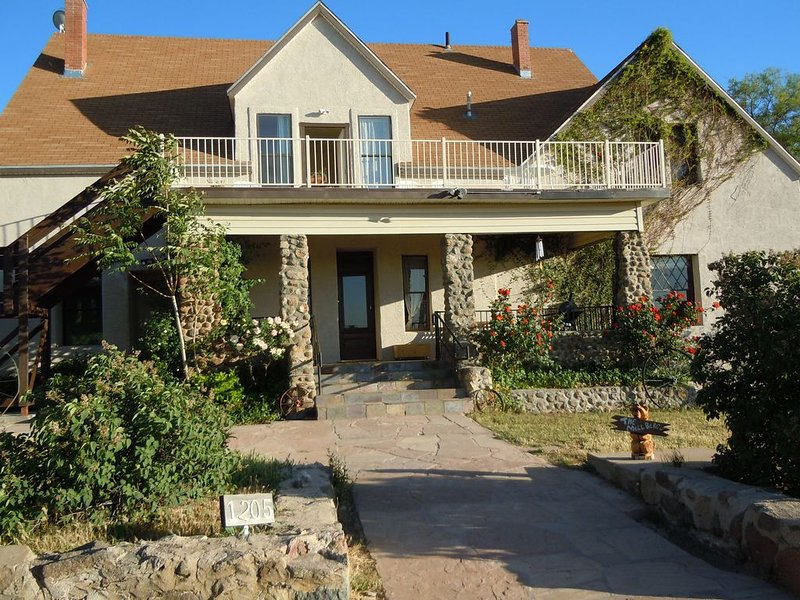 The LANDMARK Ranch Apartment, holiday rental in Oracle