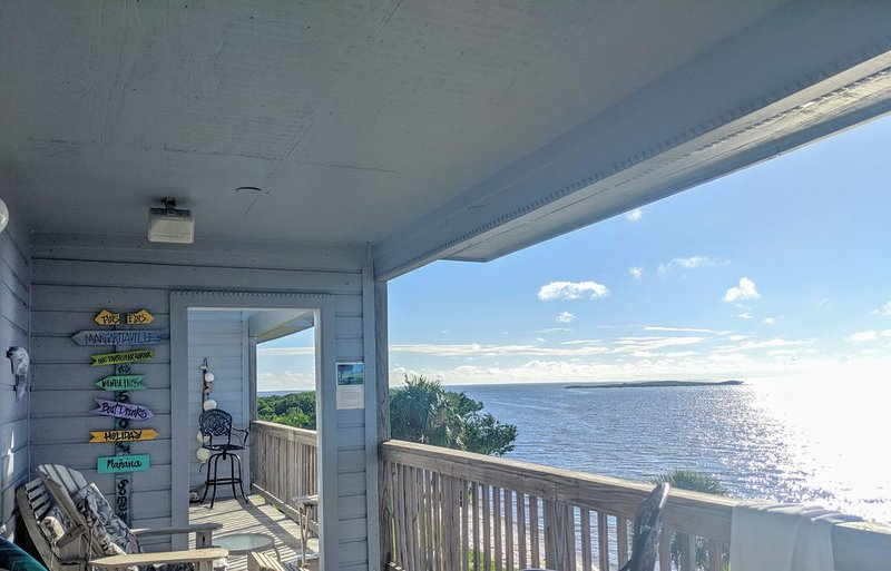 Margaritavilla: Paradise found, a private beach, only a few blocks from downtown, vacation rental in Cedar Key