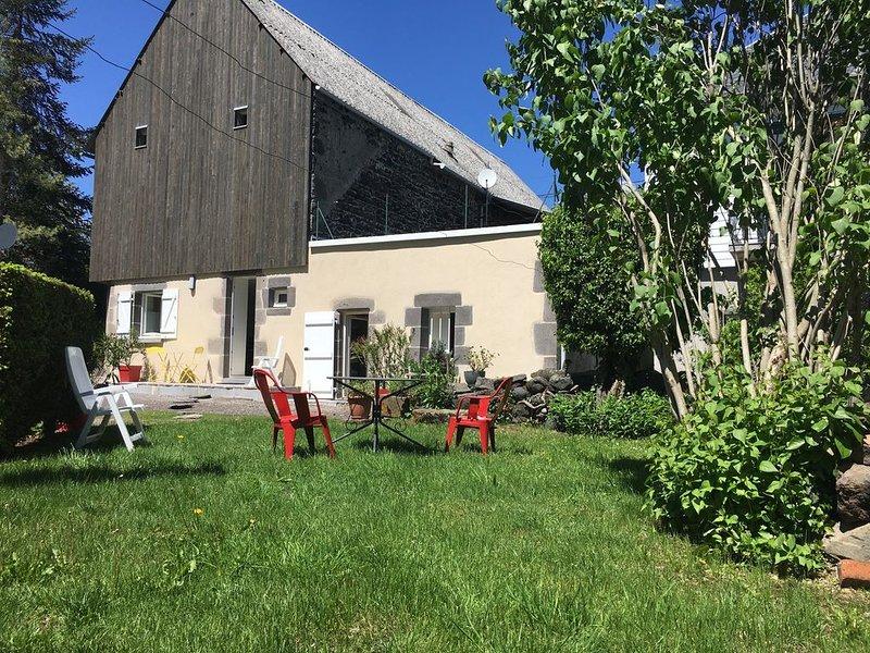 gîte fermette maison indépendante  rénovée 2 personnes à MUROL au coeur du Sancy, holiday rental in Saint-Diery