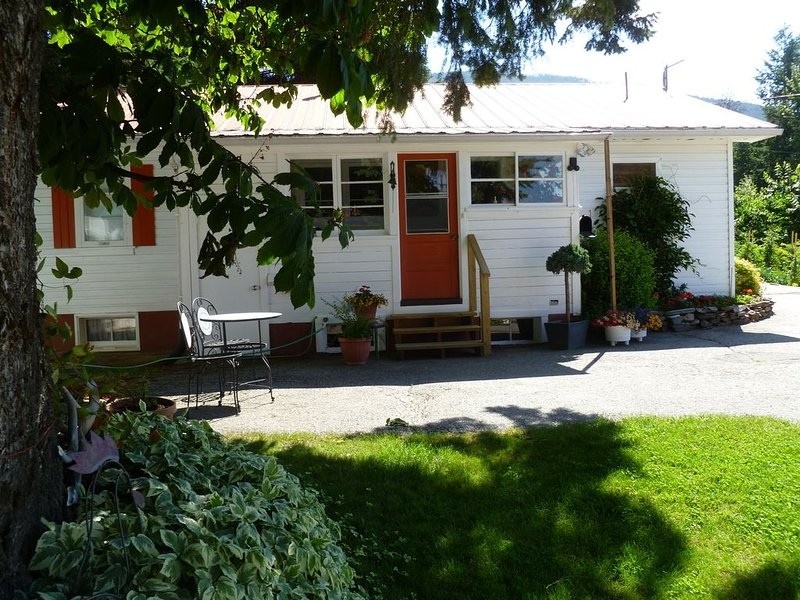 Home Away From Home, Nestled Into A Small, Family, Cherry Orchard, vacation rental in Creston