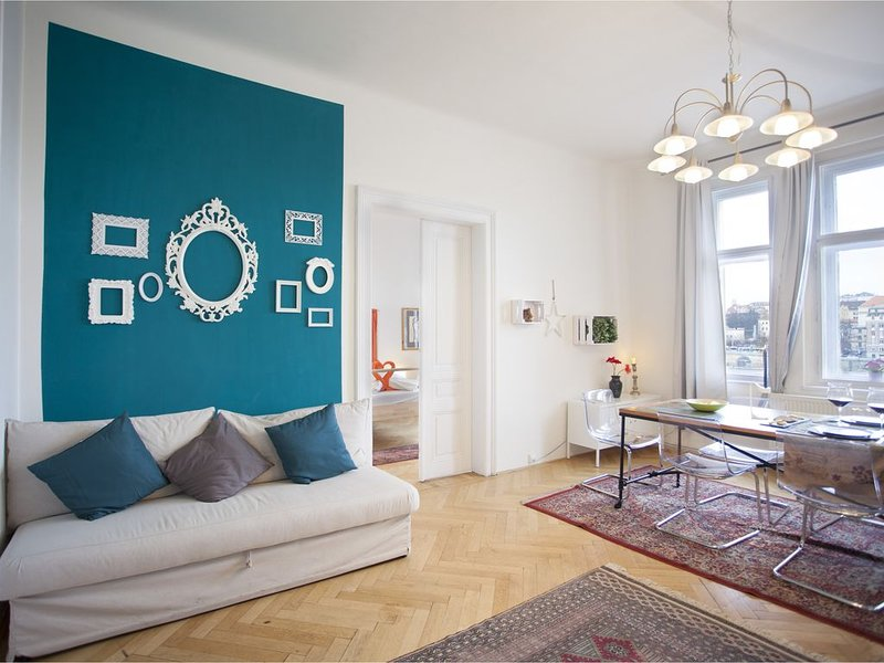 River view apartment near city center, holiday rental in Prague