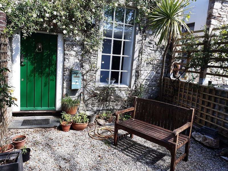 Mount Stone Cottage, a self-contained cottage beside the Royal William Yard., holiday rental in Plymouth