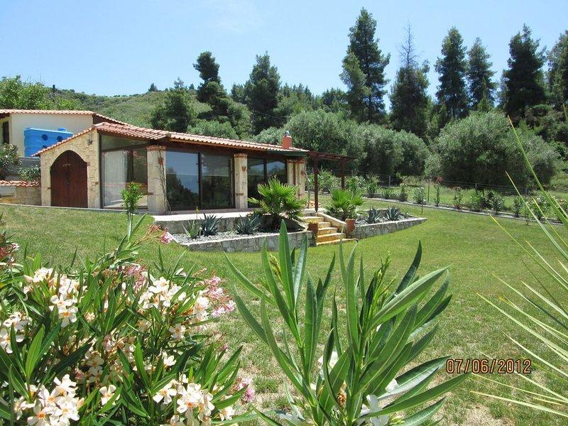 Chalet bungalow , 5 meter round splash pool  second property Nr ******** Villa, holiday rental in Kassandra