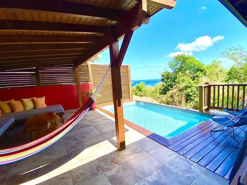 Magnifique bungalow à louer pour 4 personnes, piscine privée et vue mer., aluguéis de temporada em Basse-Terre Island