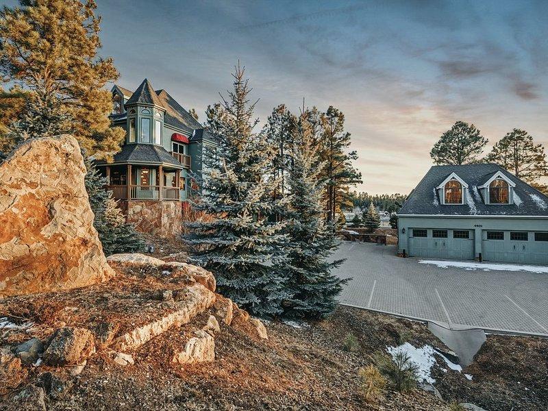 *FAMILY REUNION PARADISE*9BR/9BA Luxurious Estate. Fun AMENITIES! Firepit, lawn, location de vacances à Flagstaff