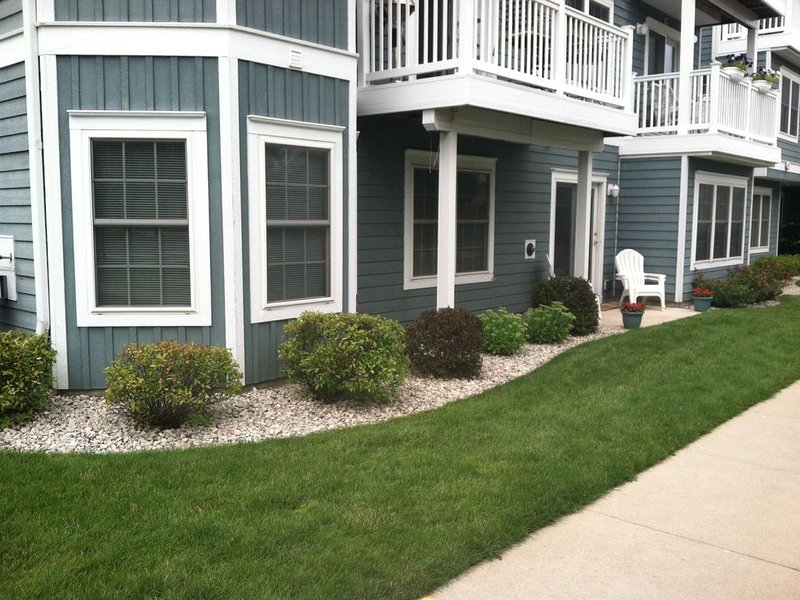 Downtown TVC Condo, Walk everywhere, Comfortable, Great launching pad to see TC, vacation rental in Traverse City