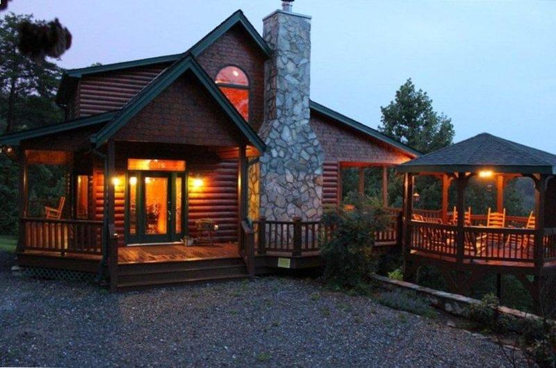 Stunning Views, 3 King Suites, Relax in Luxury -  Master Peace, alquiler de vacaciones en Morganton