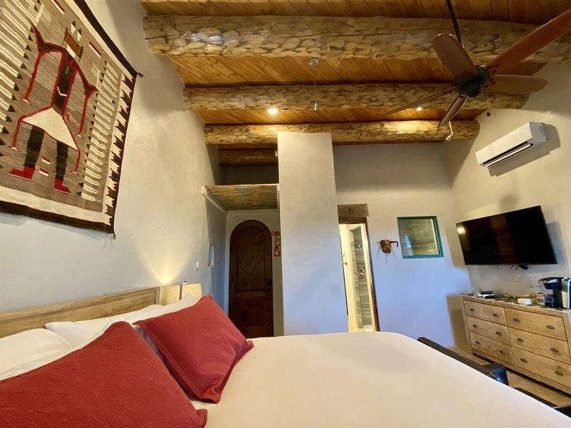 ABIQUIU LAKE | Luxury Bed and Breakfast - The Grand Hacienda: Abiquiu Lake Suite, holiday rental in Abiquiu