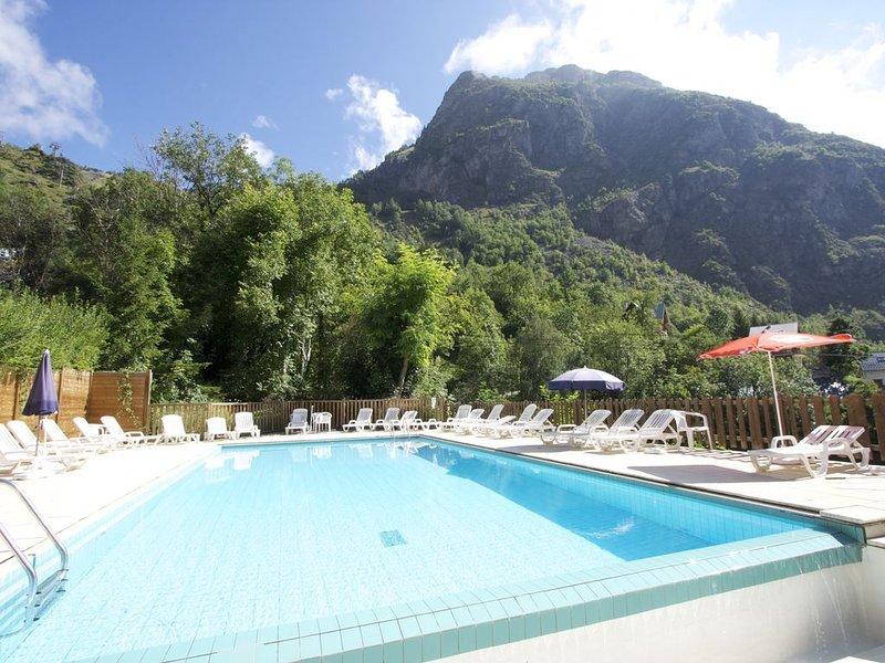 5 min de la télécabine, grande maison dans copropriété avec piscine, sauna, spa, holiday rental in Saint-Christophe-en-Oisans