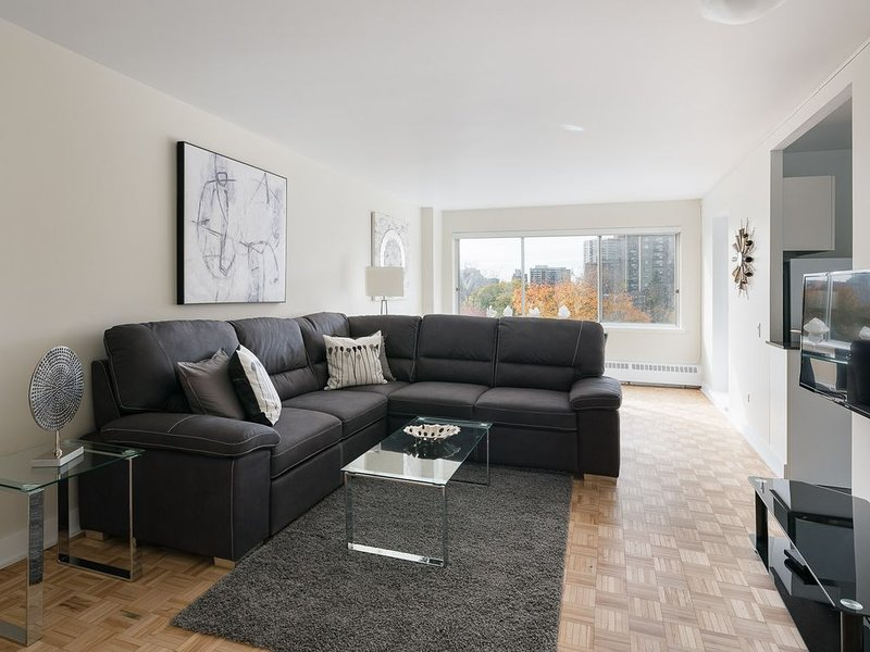 716 - Downtown, Park & Pool, vacation rental in Montreal