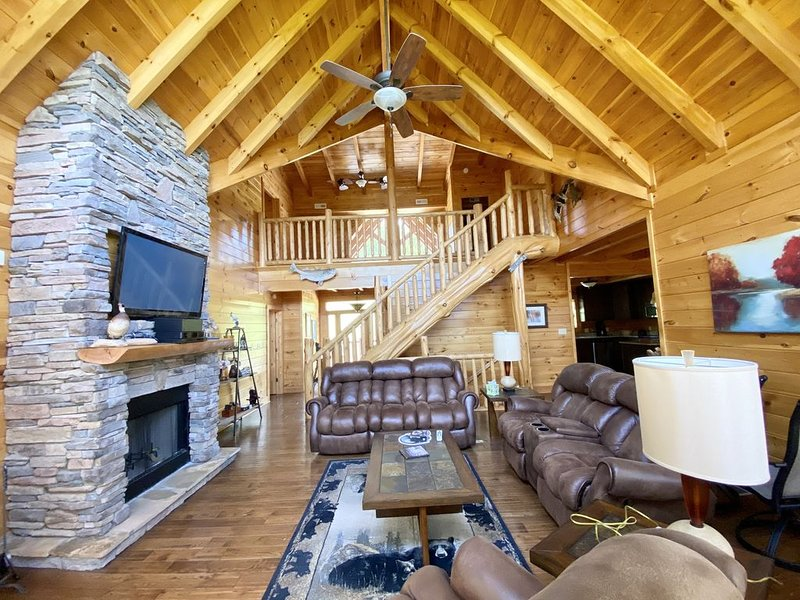 *MOUNTAIN TOP CABIN WITH BOAT SLIP *           Fish, Ski, Hike, Play, Rejuvenate, alquiler de vacaciones en Sharps Chapel