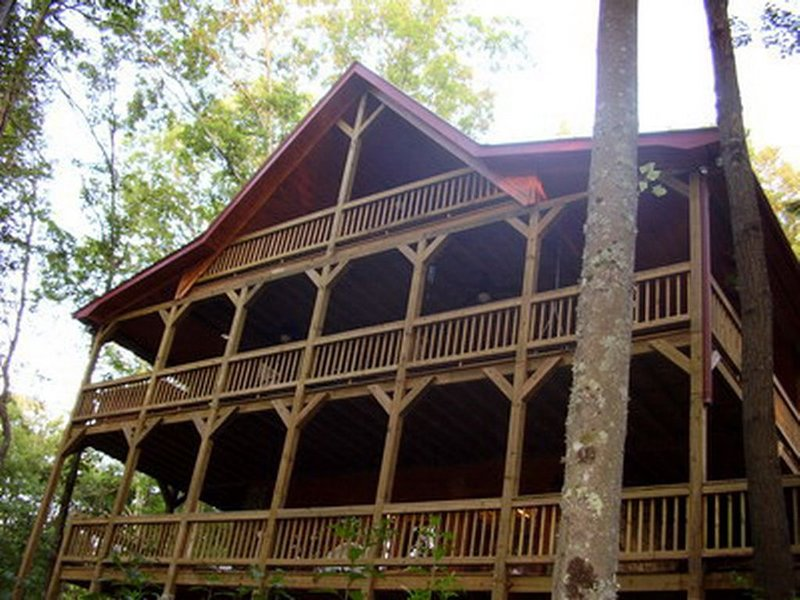 *Free Whitewater Rafting & Ziplining* Spacious Cabin with Seasonal Mountain View, vacation rental in Ducktown