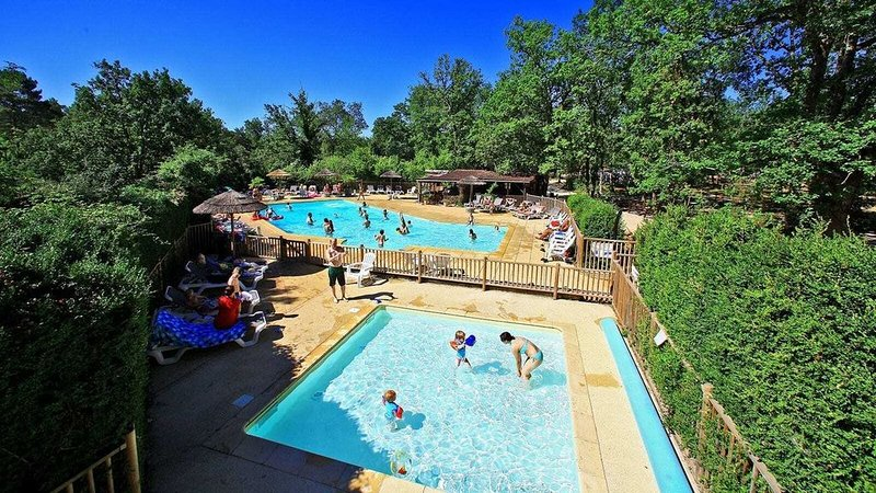 Luxe Sanitary Xl 6 pers. Villatent at a family campsite in Dordogne., holiday rental in Carmensac